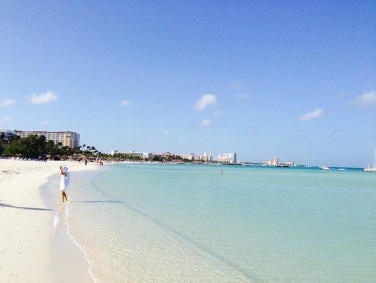 Holiday Inn Resort Aruba - Beach Resort & Casino : Beach in front of the Resort