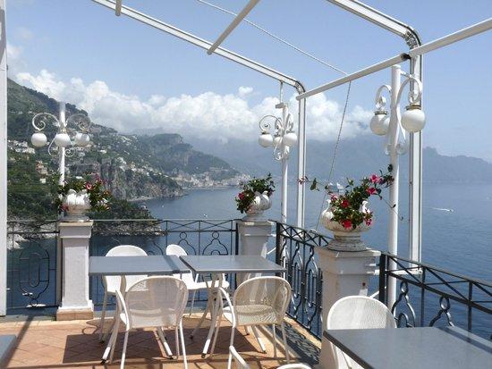 Hotel Belvedere: Sur la terrasse, vue superbe