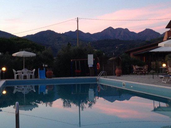 Country Hotel & Residence Da Pilade: piscina al tramonto