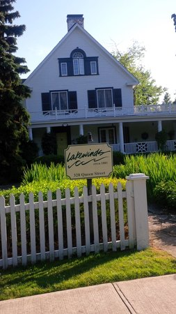 Lakewinds Country Manor: Lakewinds B&B