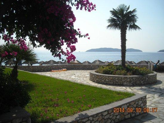 Hotel Esperides: vista dalla zona esterna prospiciente alla spiaggia