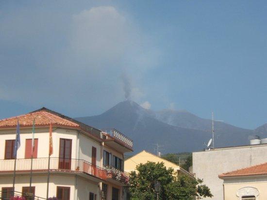 Go-Etna: Kurzer stop im Bergdorf Milo