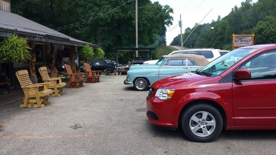 The Outpost Pickwick Dam: Parking