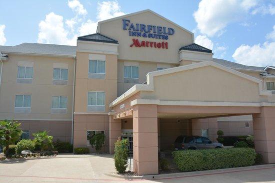 Fairfield Inn & Suites Marshall: Outside Building