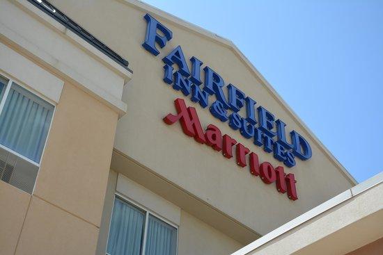 Fairfield Inn & Suites Marshall: Signage