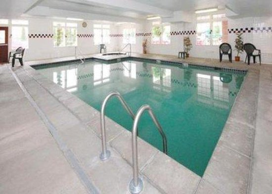 GuestHouse Inn & Suites Portland / Gresham: Indoor Pool