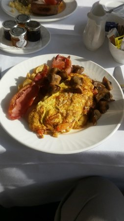 Best Western Plus Inverness Lochardil House Hotel: Perhaps the omelette looks less appetising as a picture, but there's was never a problem getting