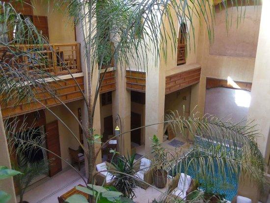 Al Ksar Riad & Spa : patio depuis l'étage
