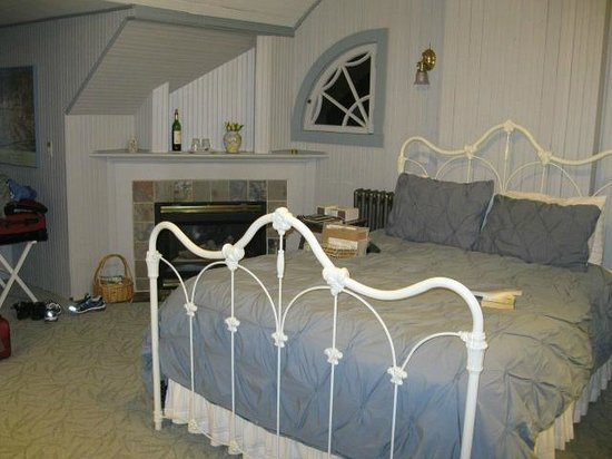 Chambered Nautilus Bed and Breakfast Inn: Crow's Nest Chamber