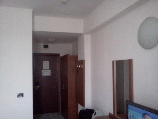 Phoenicia Grand Hotel: room1