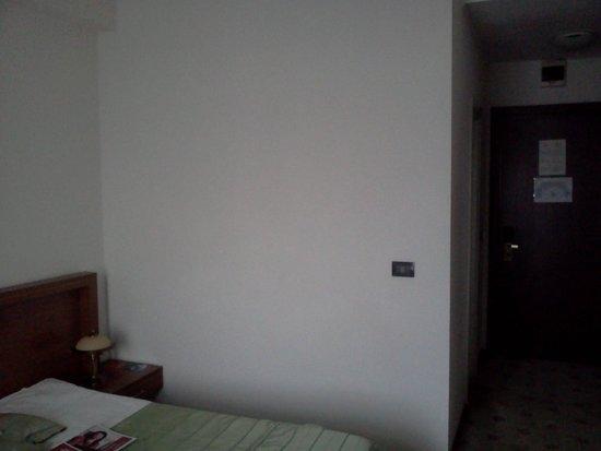 Phoenicia Grand Hotel: room2