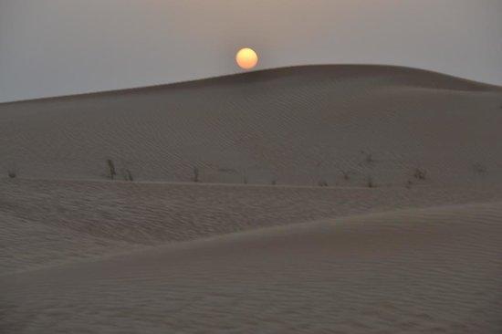 Arabian Adventures: por do sol no deserto (logo apos o rally)