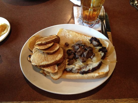 RuckerJohns Restaurant: Sirloin Sandwich with round fries