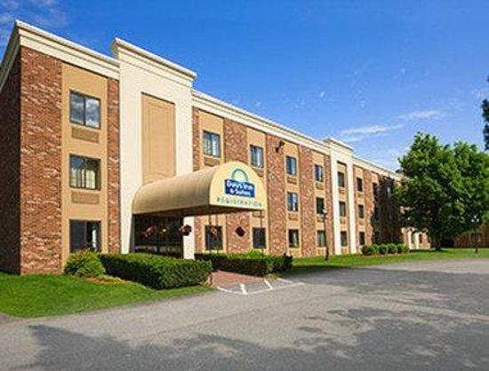 Days Inn & Suites Plattsburgh : Days Inn and Suites Plattsburgh