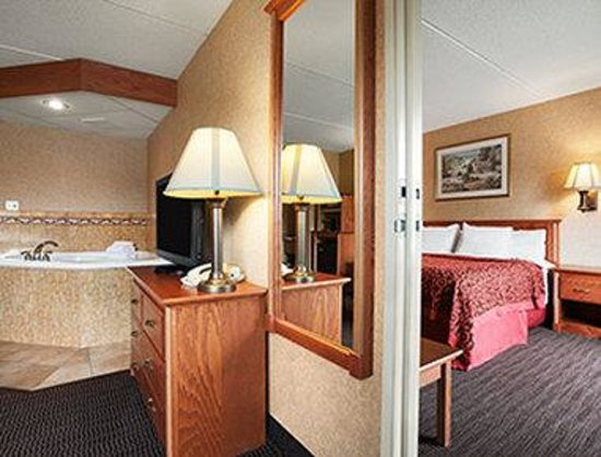 Days Inn & Suites Plattsburgh : Jacuzzi Suite