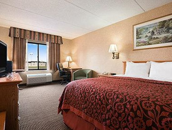 Days Inn & Suites Plattsburgh : Business Place One Queen Bed Room