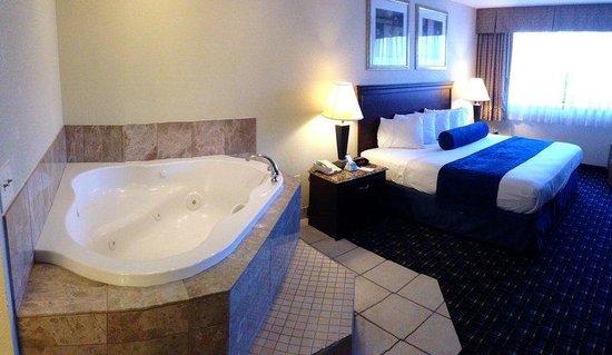 BEST WESTERN PLUS Reading Inn & Suites: King Suite with In-Room Whirlpool