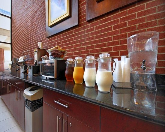 Best Western Plus Reading Inn & Suites: Complimentary Hot Breakfast