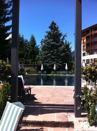 Hotel Die Post: Vista della piscina esterna