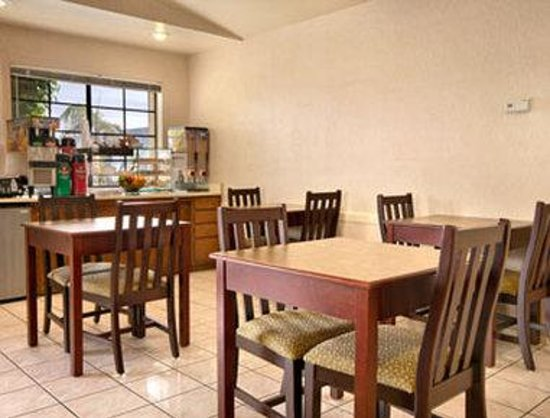 Days Inn Mesa East: Breakfast Area