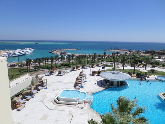 Hilton Hurghada Plaza: View from room at the top floor - end of the passage