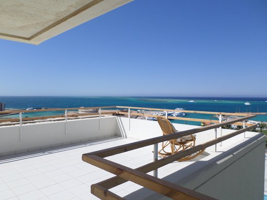 Hilton Hurghada Plaza : Private sundeck as part of this room