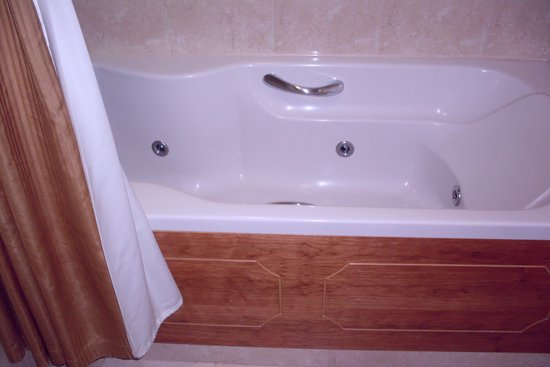 Killarney Towers Hotel & Leisure Centre: Jacuzzi soaker tub