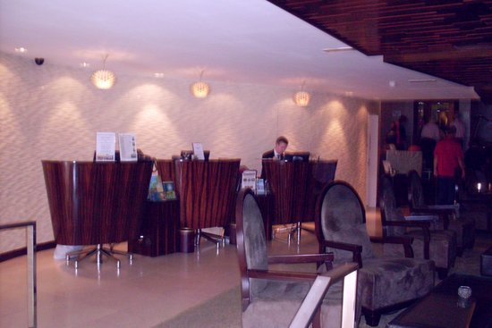 Killarney Towers Hotel & Leisure Centre: Foyer and friendly concierge