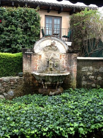 Hotel Museo Spa Casa Santo Domingo: Fountain / Grounds