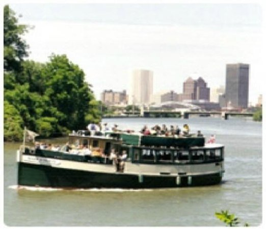 A B&B at The Edward Harris House Inn: Boat rides on the Genesee River