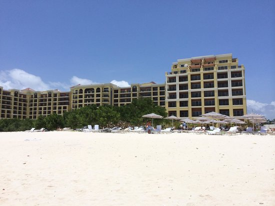 The Ritz-Carlton, Aruba: Hotel view from the beach