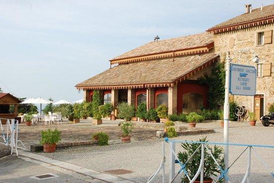 Agriturismo Cavazzone: vue coté bar terrasse