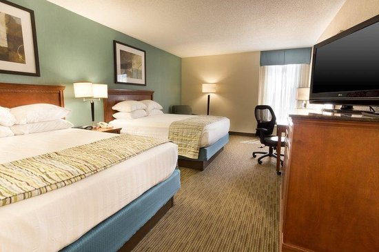 Drury Inn & Suites St. Louis Southwest: Deluxe Room
