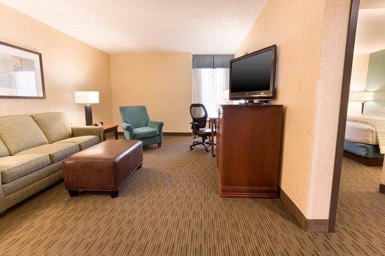 Drury Inn & Suites St. Louis Southwest: Suite