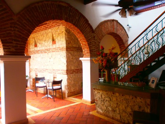 Hotel Boutique las Carretas : Lobby & stairs to pool