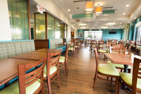 Drury Inn & Suites St. Louis Southwest: Breakfast Area
