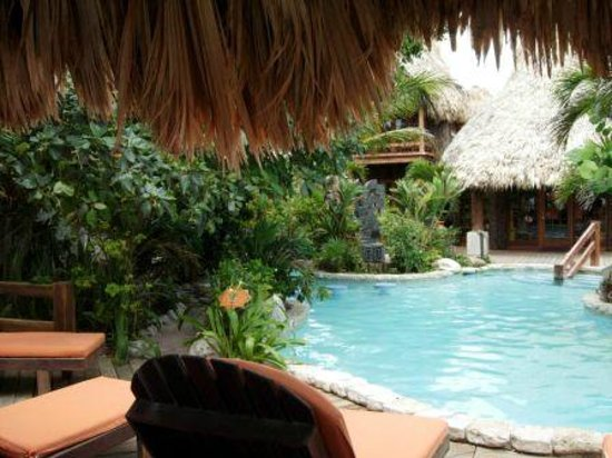 Ramon's Village Resort: Pool and Gift Shop