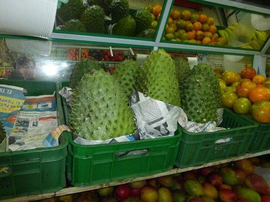 Bogota Eats & Drinks Food Tours: Fruit market