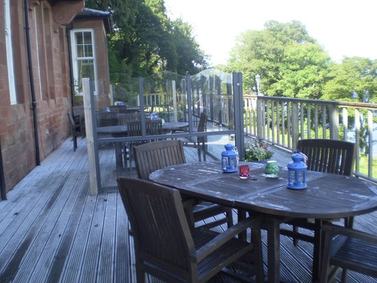 Chandlers Hotel: Decking area
