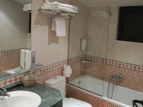 Hosteria Casa Vallejo: Baño