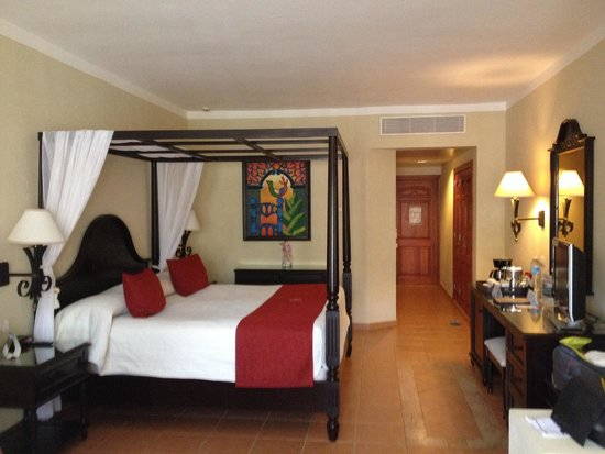 Luxury Bahia Principe Ambar Don Pablo Collection : Our room on the second floor - not a corner and very spacious