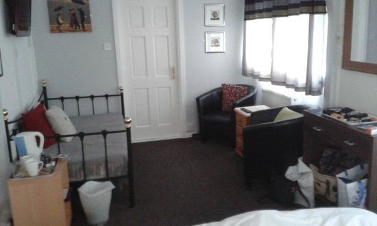 Sportsmans Arms: This was our room with door to ensuite.