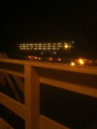 Boardwalk Motel: night view