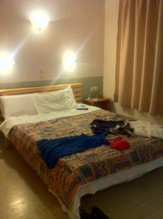 Stefania Apartments: hotel room