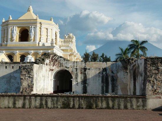 Iglesia de La Merced: patios interiores