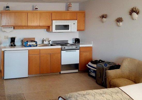 Inn At Spanish Head: Kitchen area