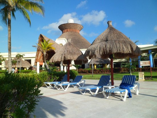Grand Bahia Principe Tulum: Pool area