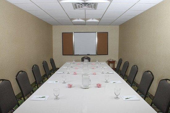 Holiday Inn Westbury: Conduct your next meeting in our conference room