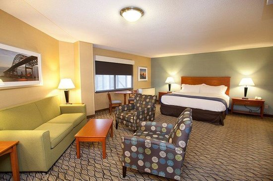 Holiday Inn & Suites Duluth Downtown: King Bed Guest Room with Sofa Sleeper