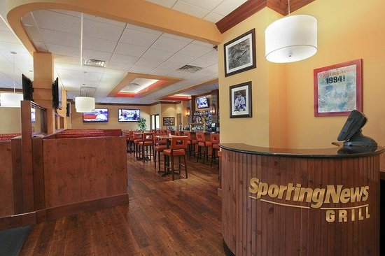 Holiday Inn Westbury: Join us at Sporting News Grill for breakfast, lunch & dinner daily